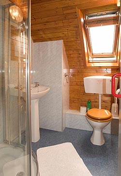 Well equipped shower room/WC